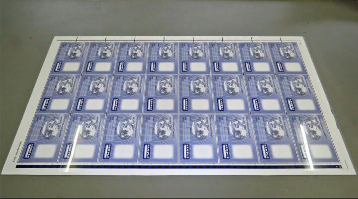 Bildfolge Kartenproduktion Smart Card Bild 16